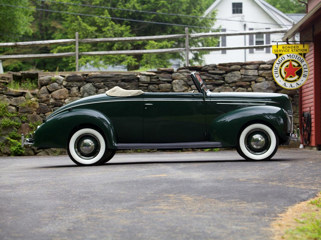 Кабриолет Ford V8 1939 года