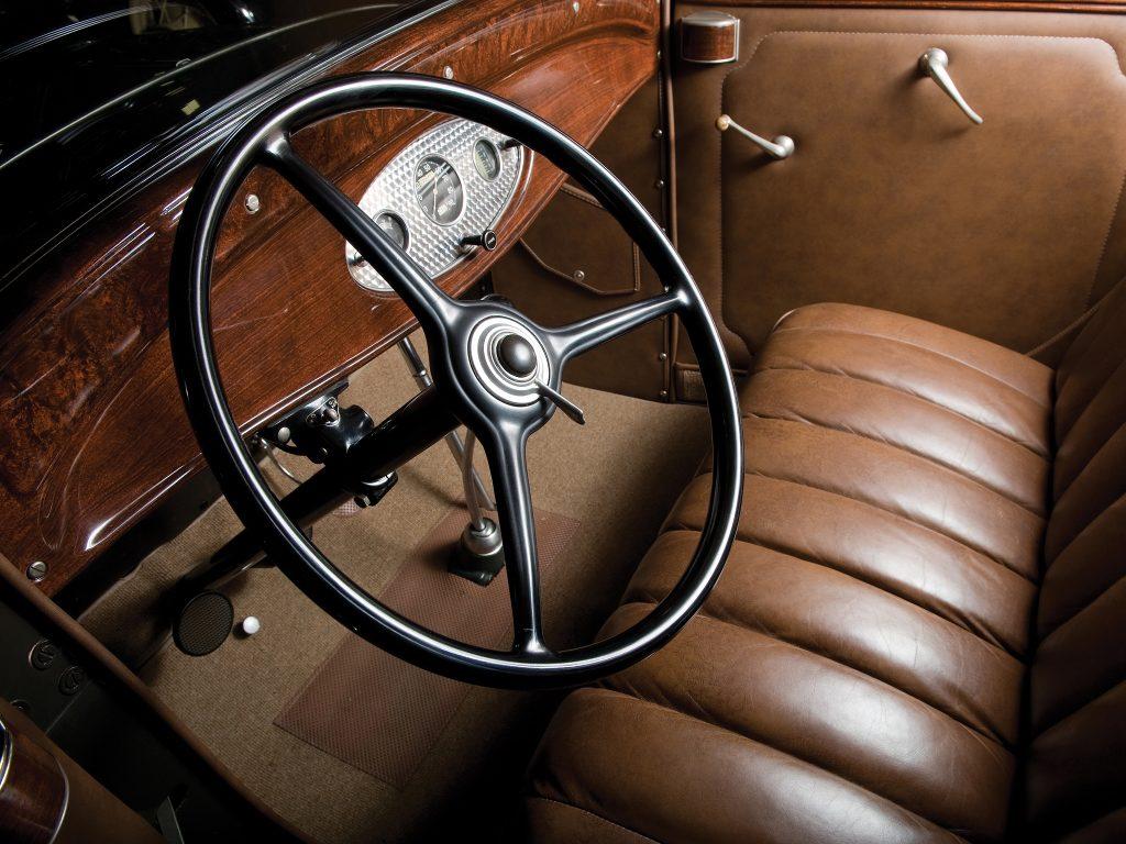 Салон Ford V8