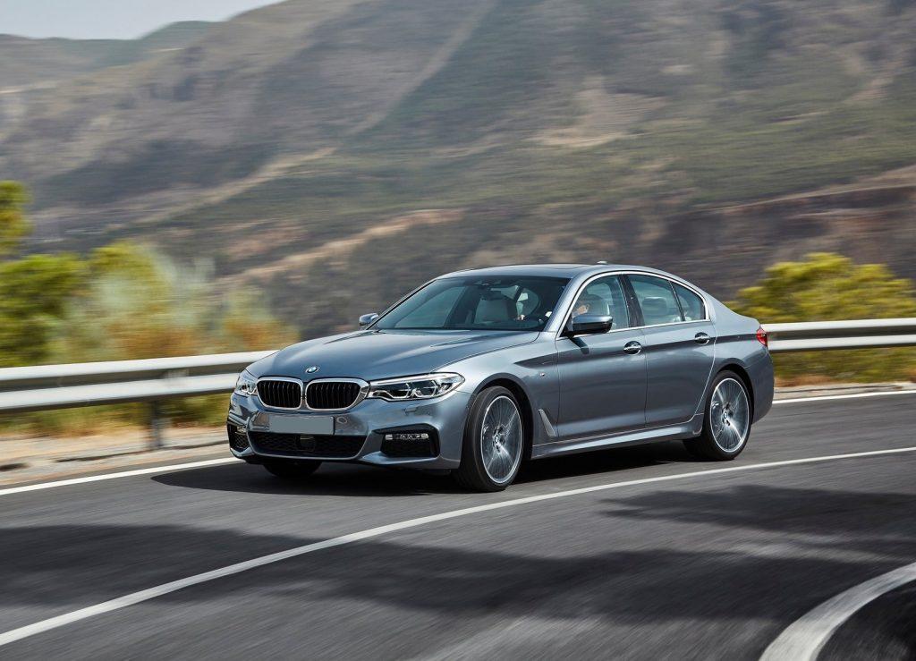 Новый BMW 5 Series, вид на переднюю диагональ