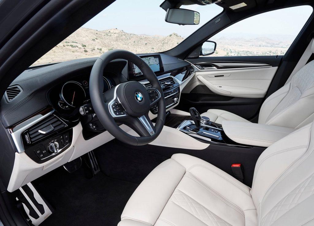 Новый BMW 5 Series, передние сиденья