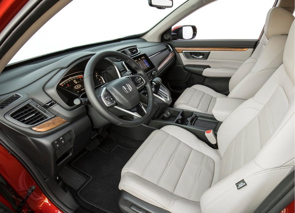 Honda CR-V 2017, передние сиденья