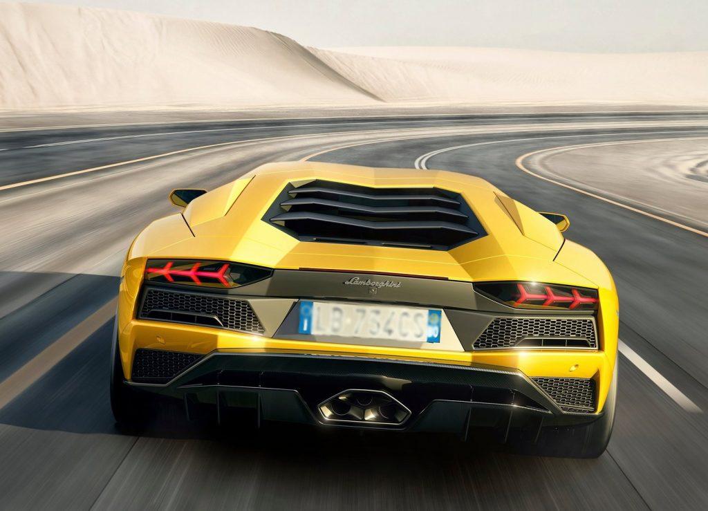 Новый Lamborghini Aventador S, вид сзади