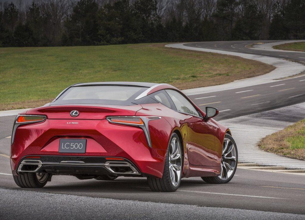 Новый Lexus LC 500, вид сзади