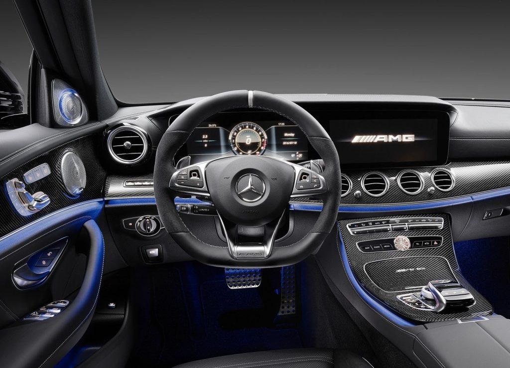 Новый Mercedes-AMG E63 2017, передняя панель