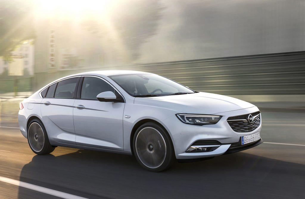 Новый Opel Insignia, вид на переднюю диагональ