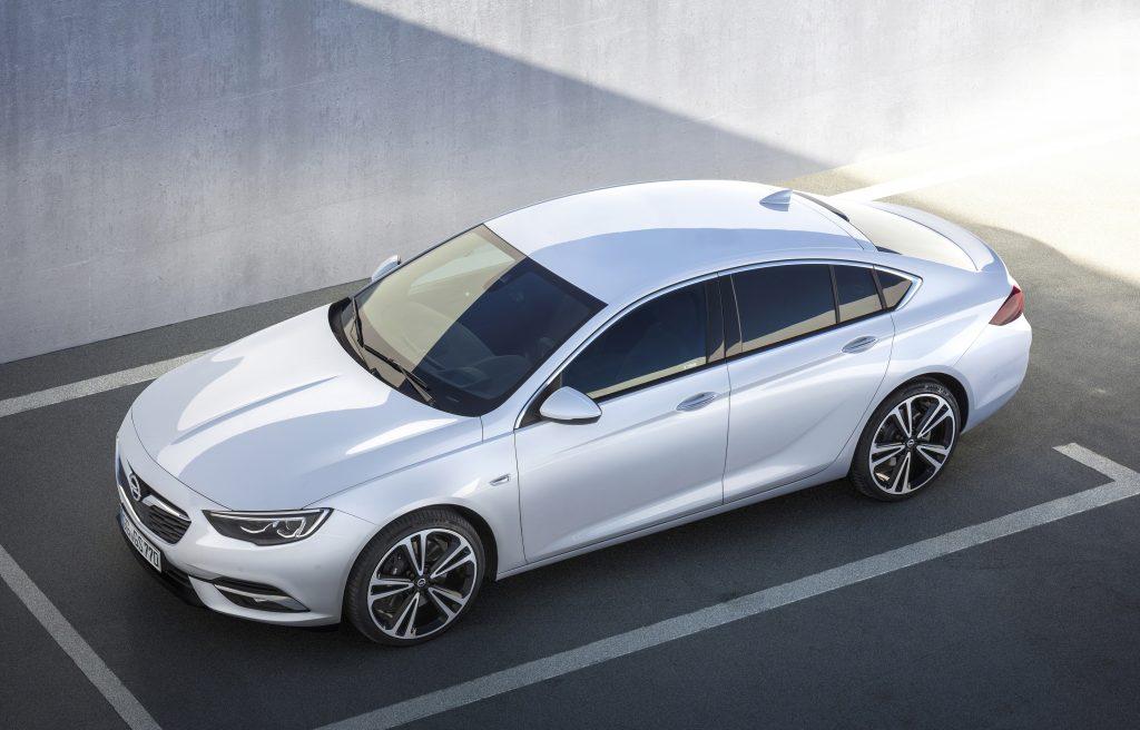 Новый Opel Insignia, вид сверху