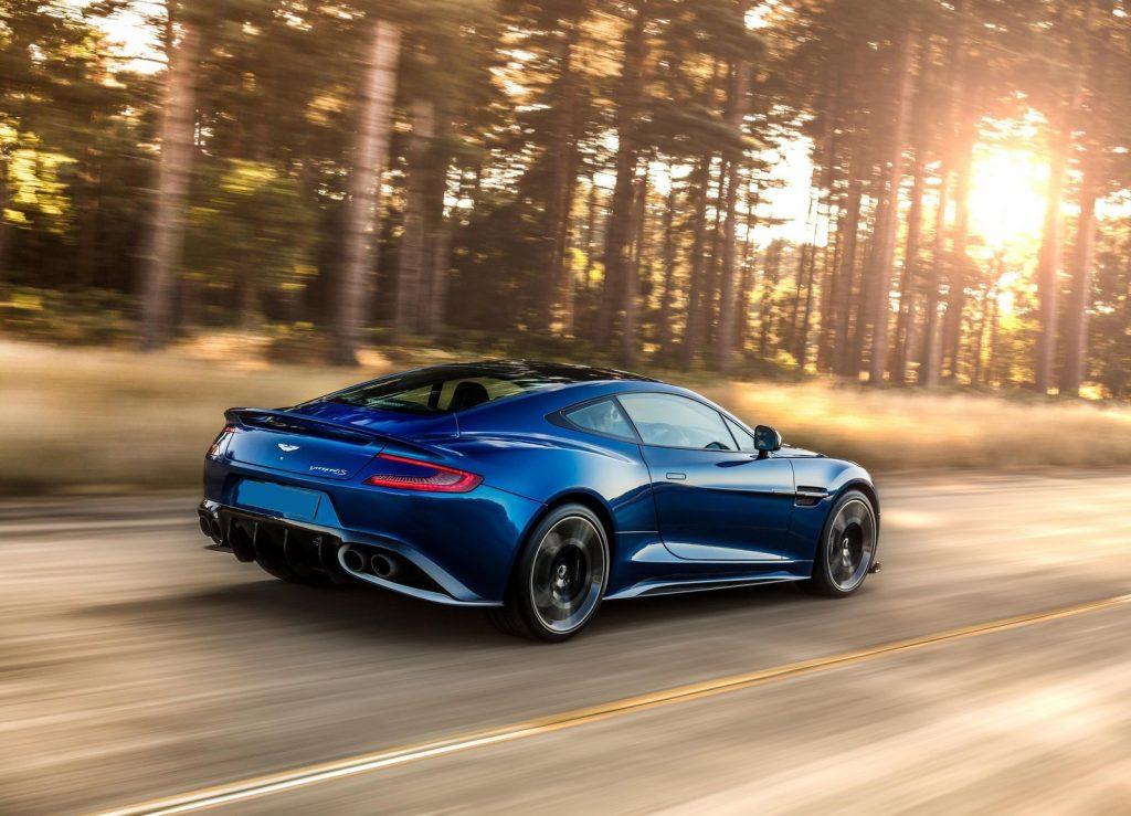 Новый Aston Martin Vanquish S, вид на заднюю диагональ
