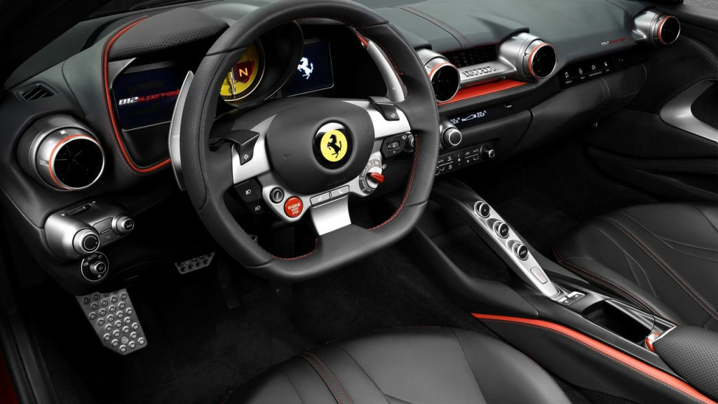 Новый Ferrari 812 Superfast, салон
