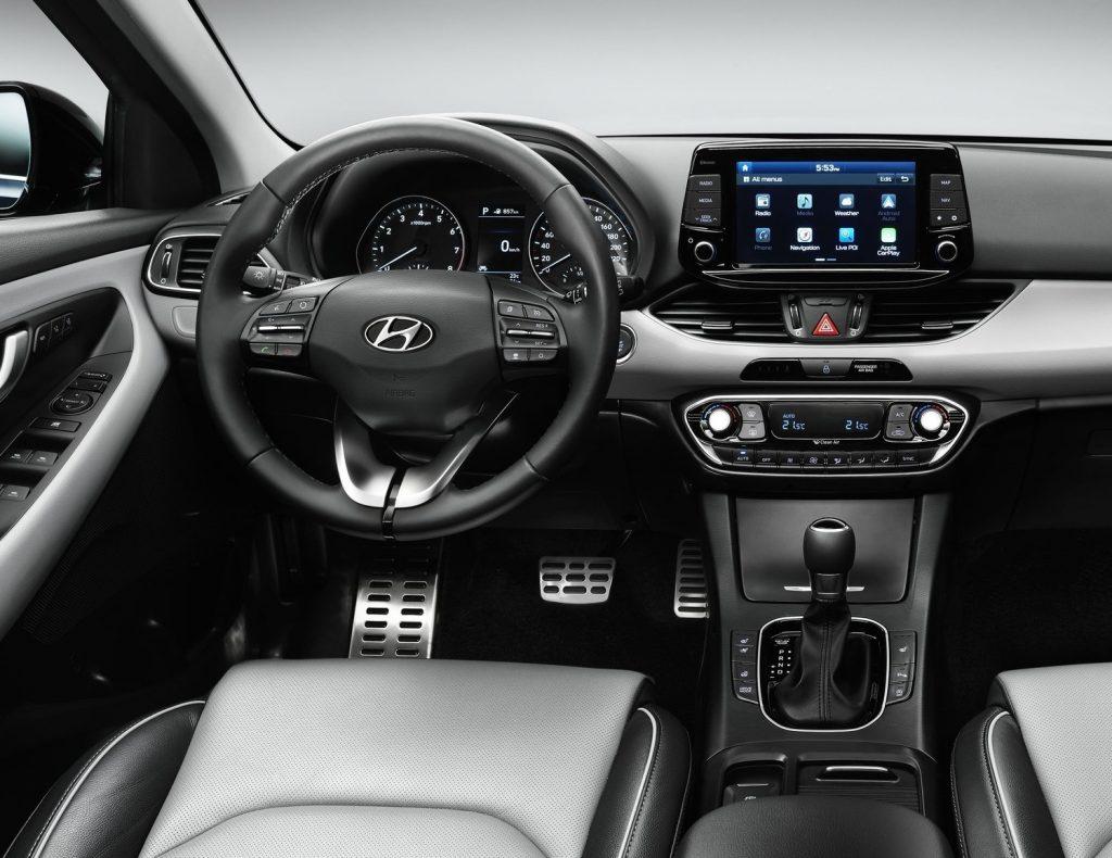 Новый Hyundai i30, передняя панель