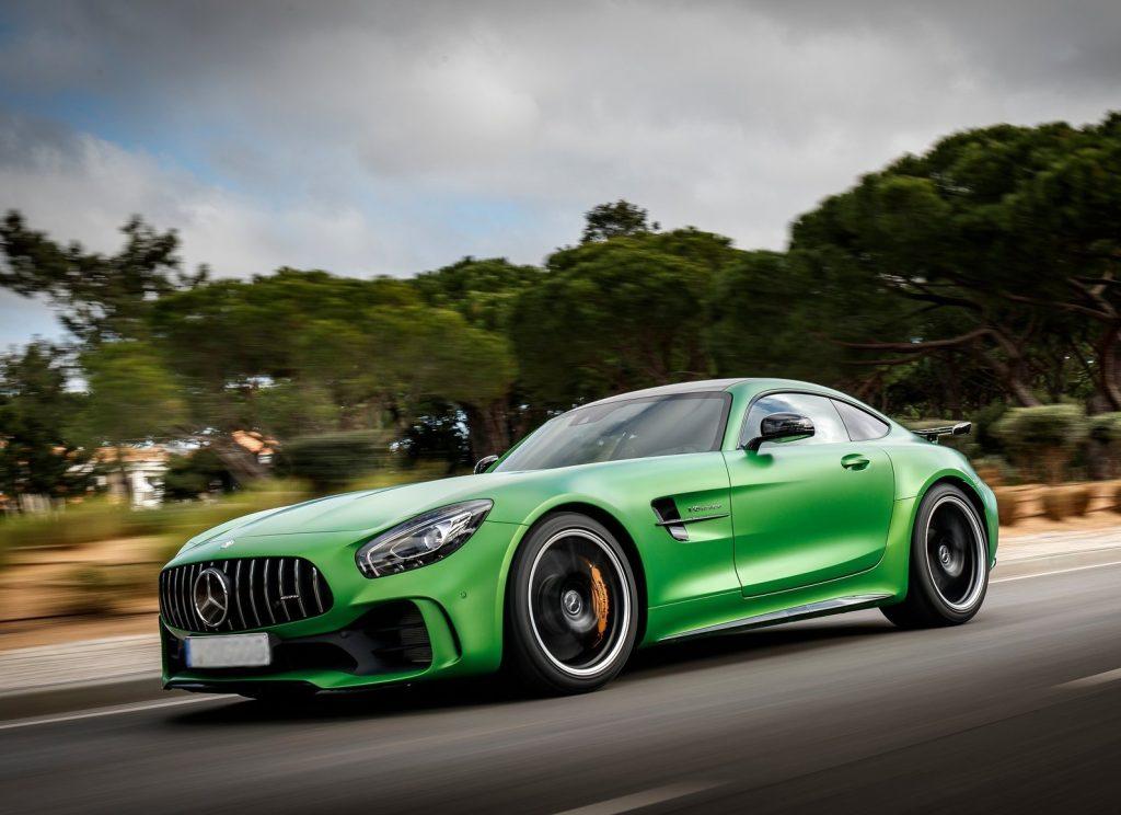 Новый Mercedes-Benz-AMG GT R, вид на переднюю диагональ