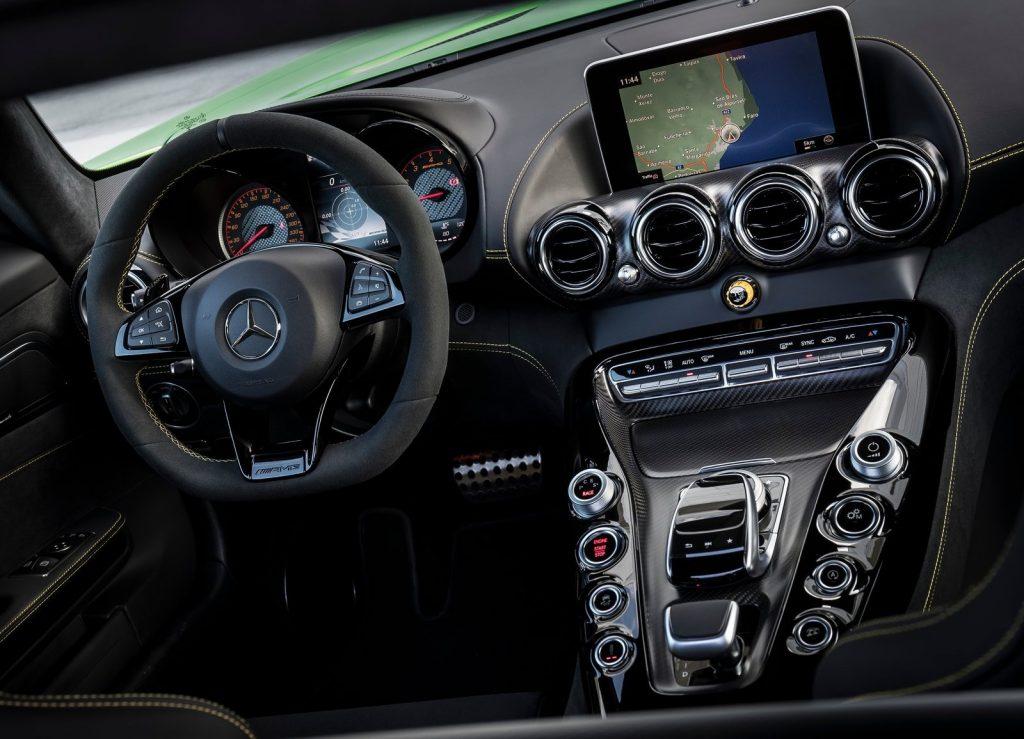 Новый Mercedes-AMG GT R, передняя панель