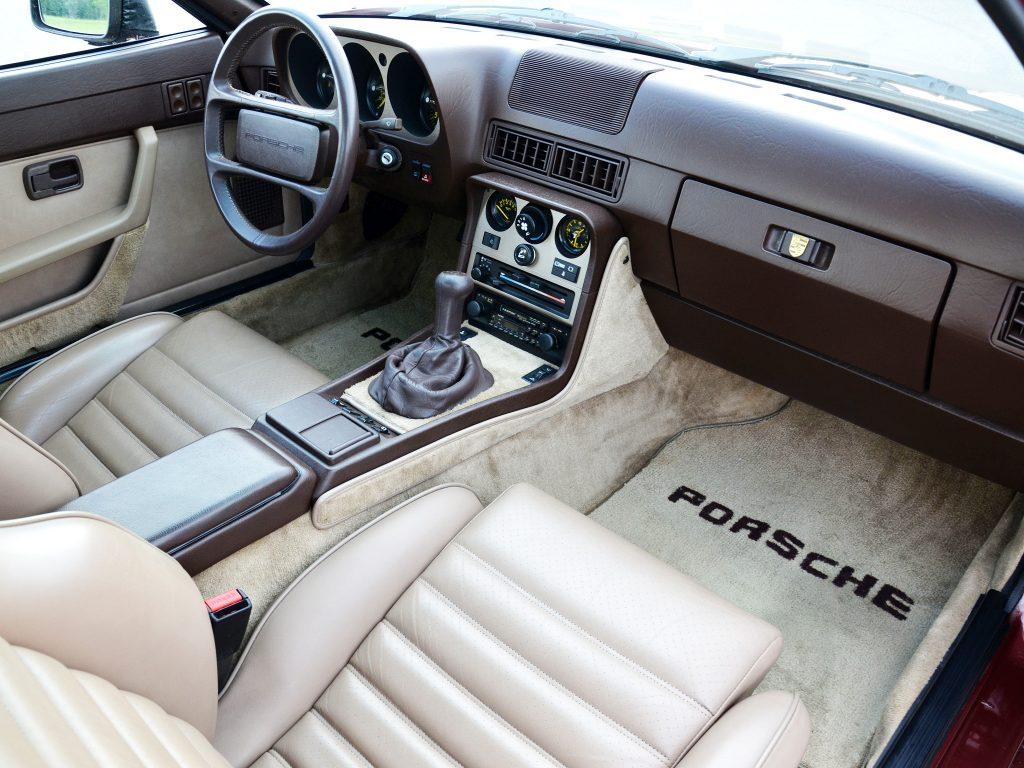 Салон Porsche 944