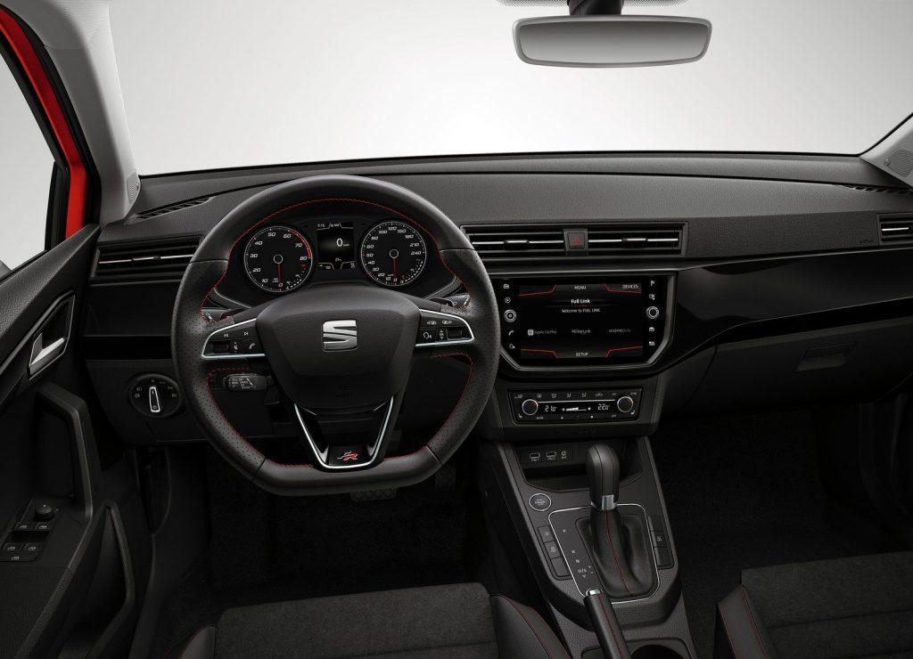 Новый Seat Ibiza, передняя панель