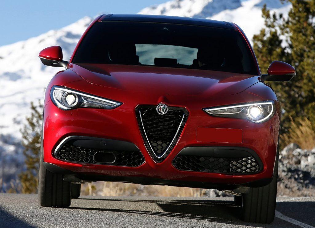 Alfa Romeo Stelvio 2017, вид спереди