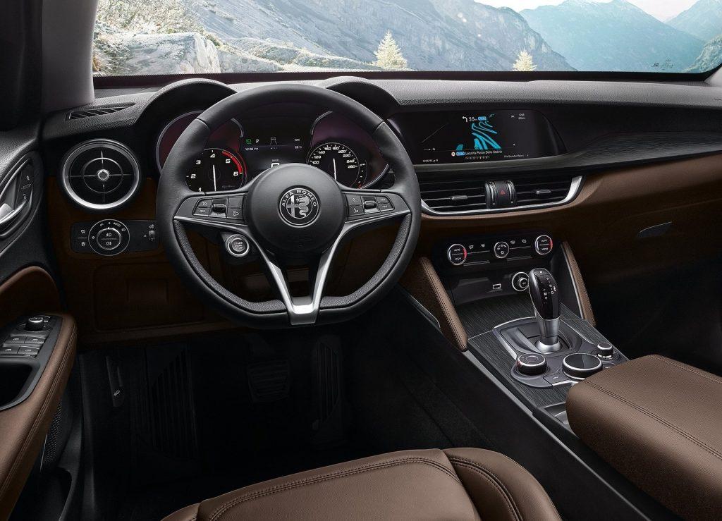 Новый Alfa Romeo Stelvio, передняя панель