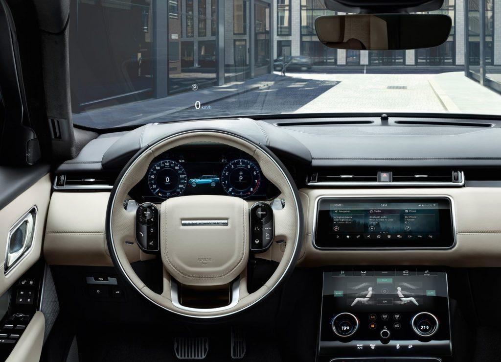 Новый Range Rover Velar, передняя панель