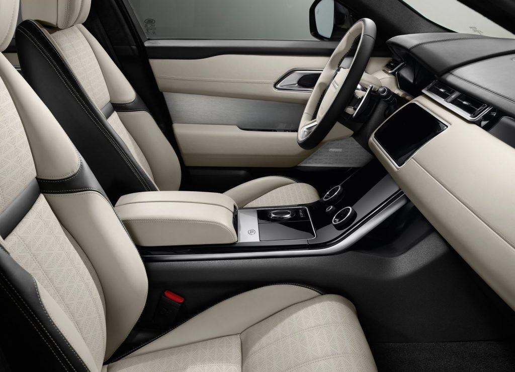 Range Rover Vela 2017, передние сиденья