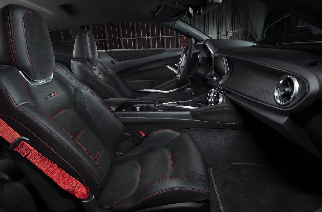 Chevrolet Camaro ZL1, передние сиденья