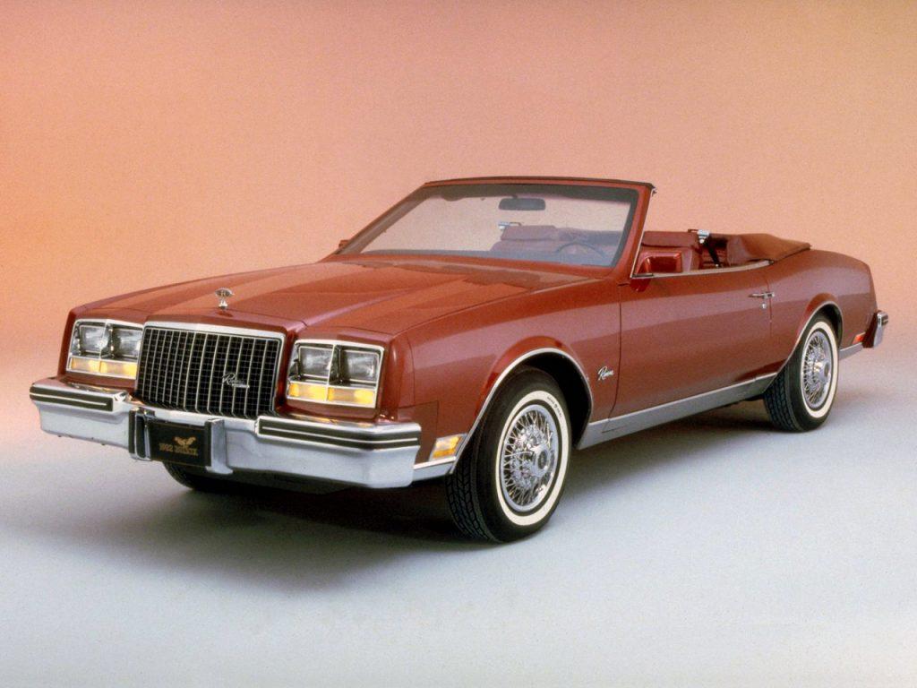 Кабриолет Buick Riviera 1982 года