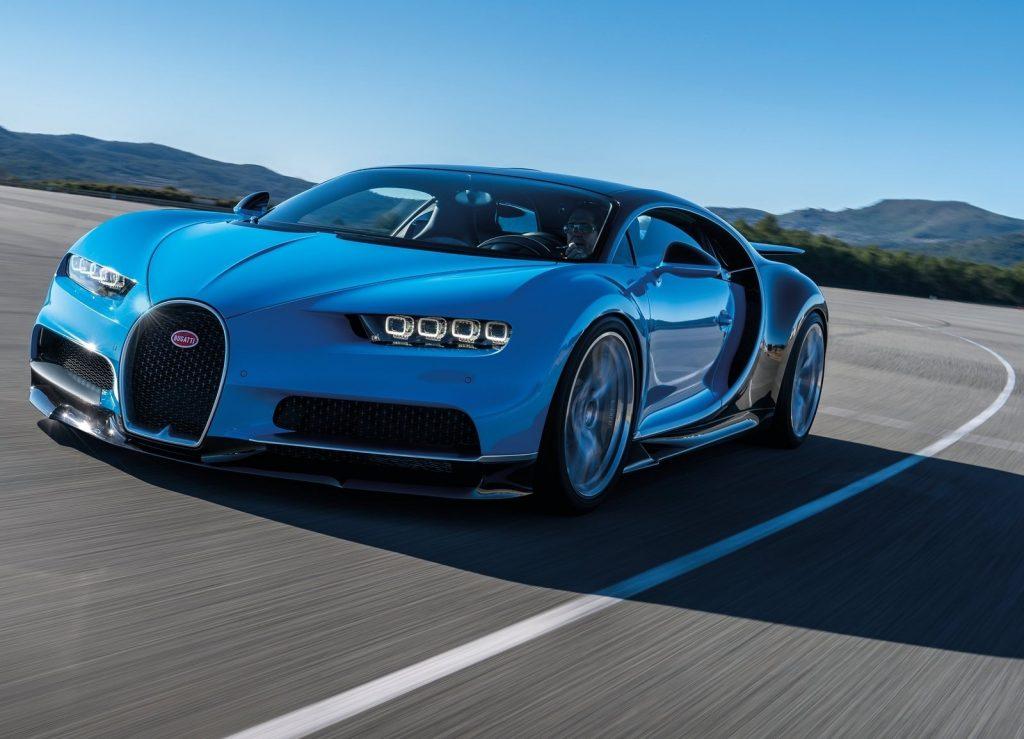 Bugatti Chiron 2017, вид на переднюю диагональ