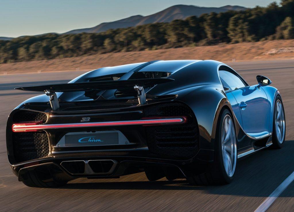 Купе Bugatti Chiron, вид сзади