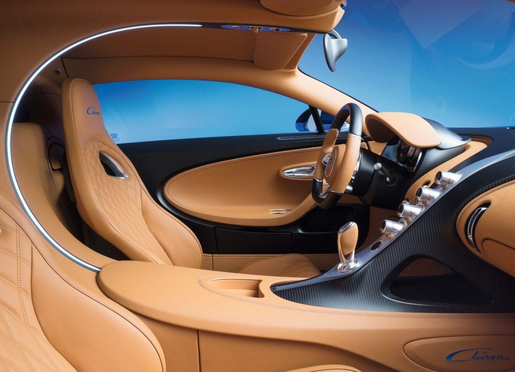 Новый Bugatti Chiron, передние сиденья
