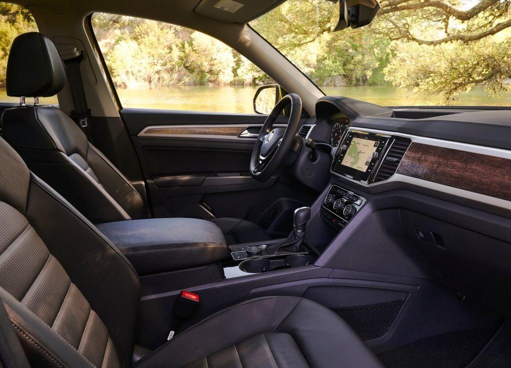Новый Volkswagen Atlas, передние сиденья
