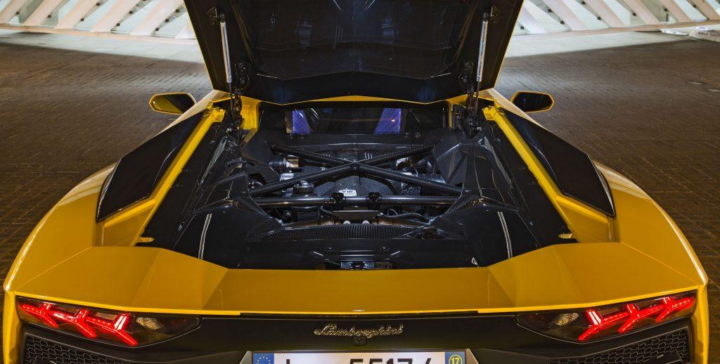 Lamborghini Aventador S 2017, двигатель