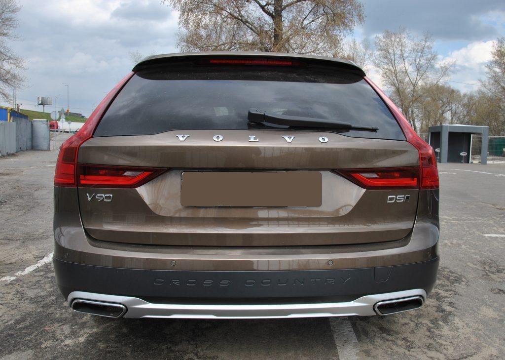 Новый Volvo V90 Cross Country, вид сзади