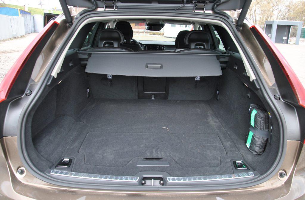 Новый Volvo V90 Cross Country, багажник