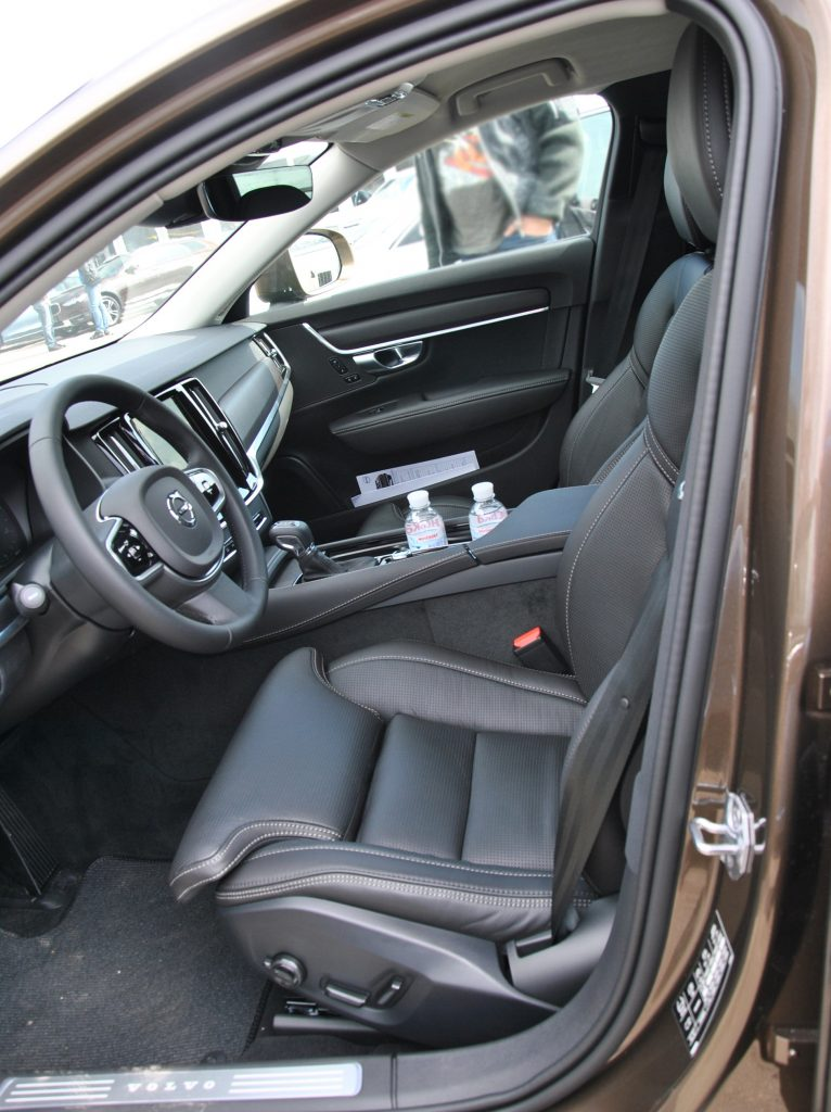 Volvo V90 Cross Country, передние сиденья
