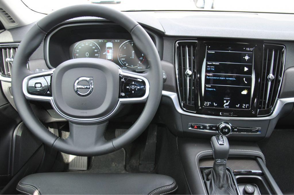 Новый Volvo V90 Cross Country, передняя панель