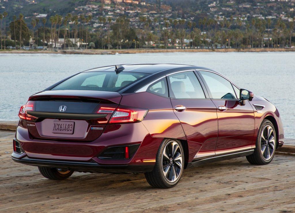 Honda Clarity, вид на заднюю диагональ