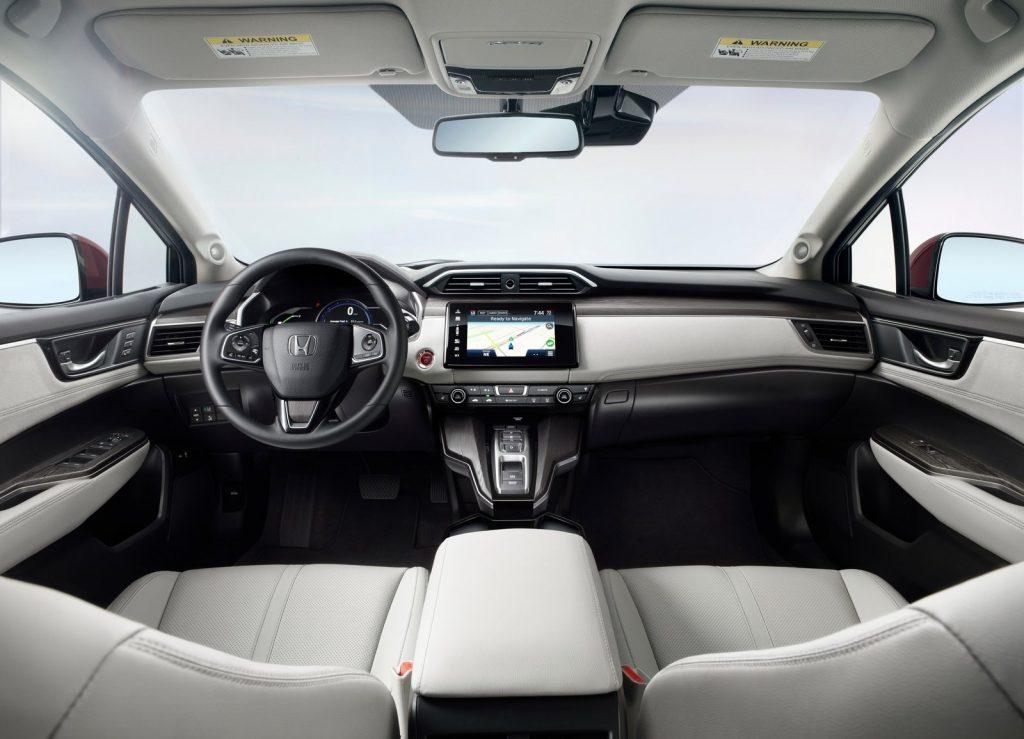Новый Honda Clarity, передняя панель