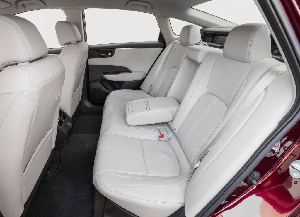 Honda Clarity Fuel Cell, задние сиденья