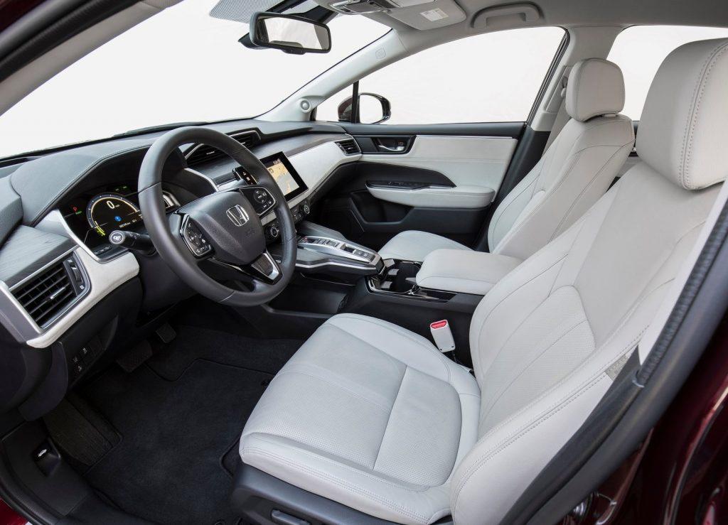 Honda Clarity, передние сиденья