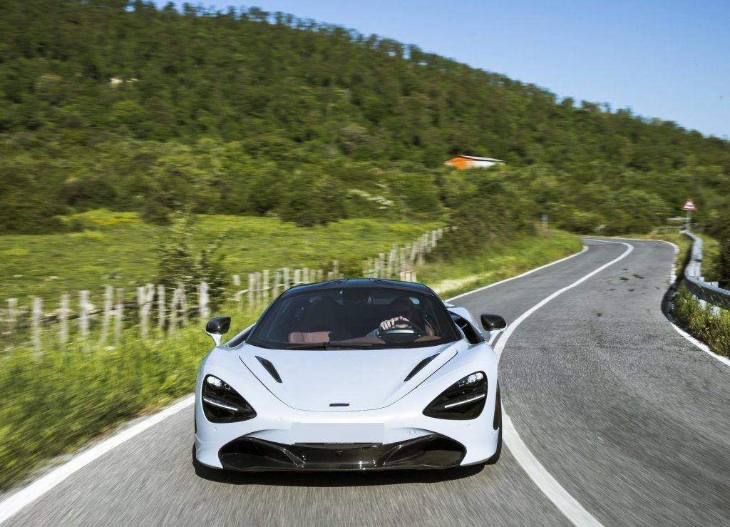 McLaren 720S, вид спереди