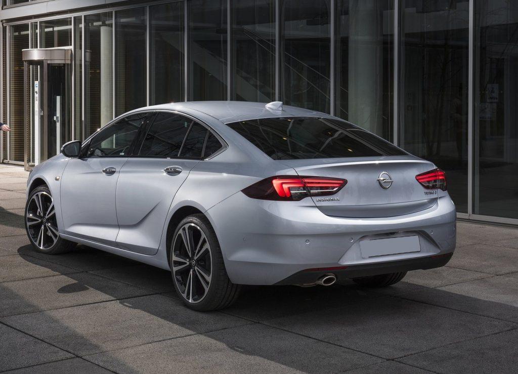 Opel Insignia, вид сзади