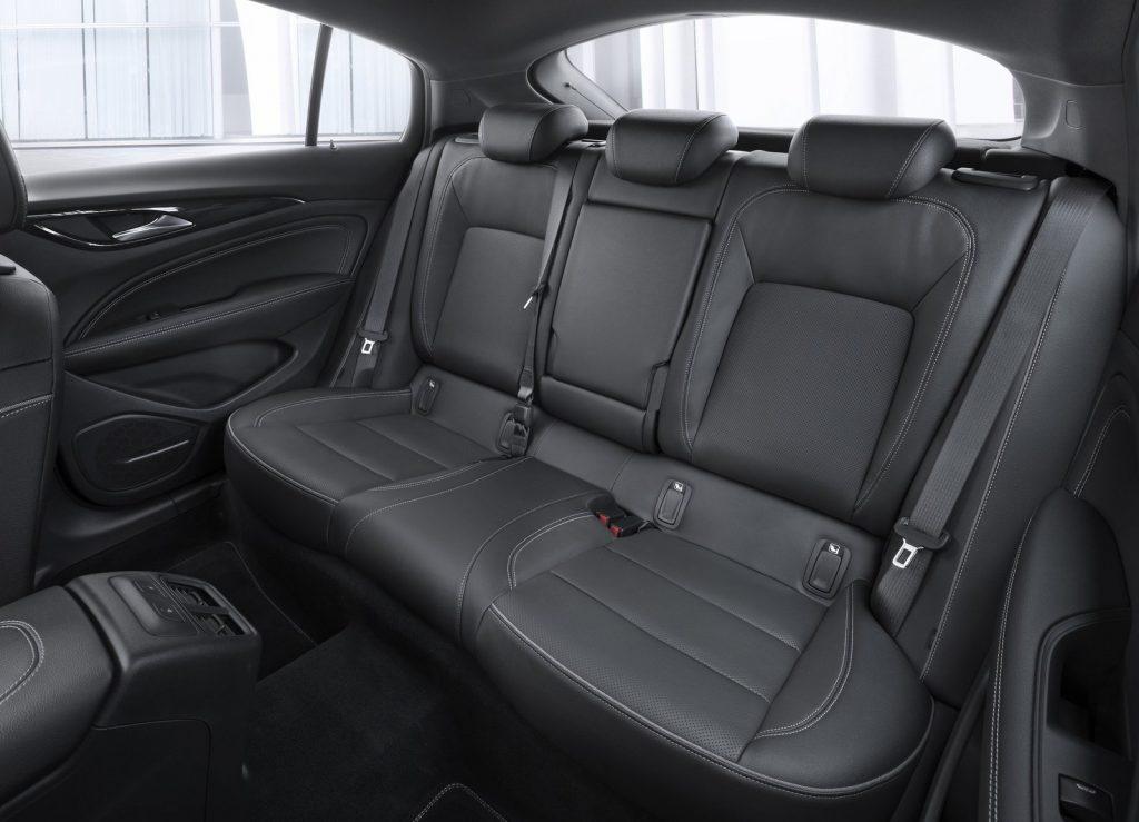 Новый Opel Insignia, задние сиденья
