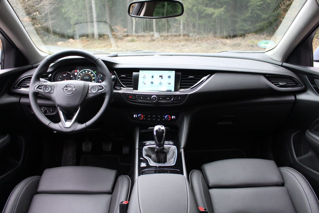 Opel Insignia, передняя панель