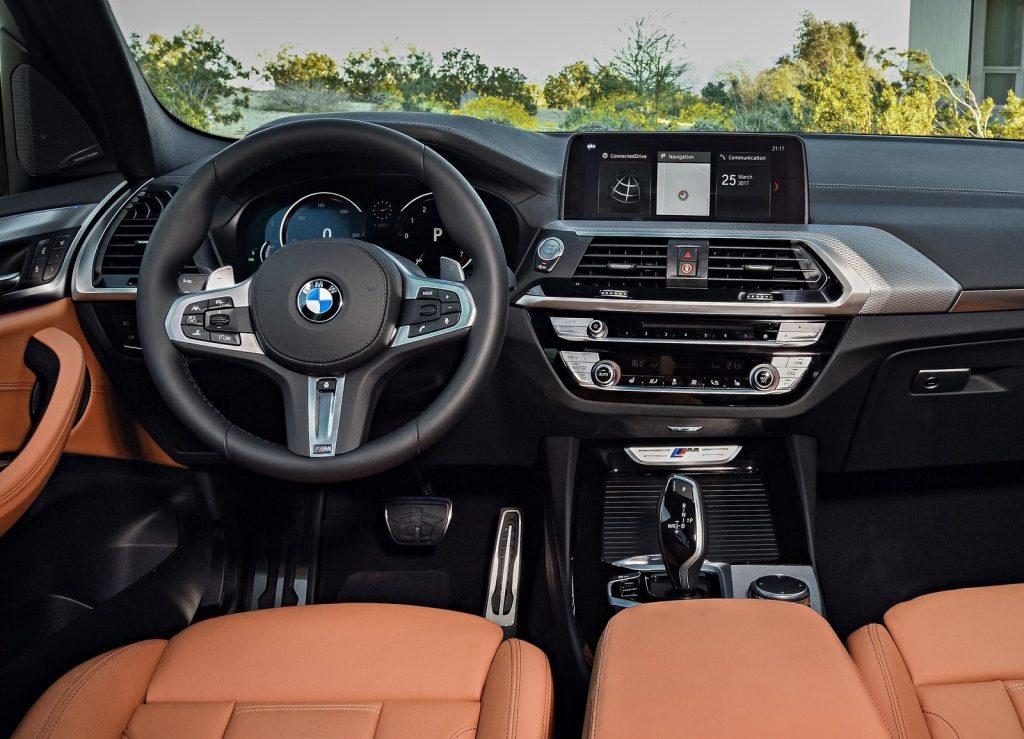 BMW X3, передняя панель