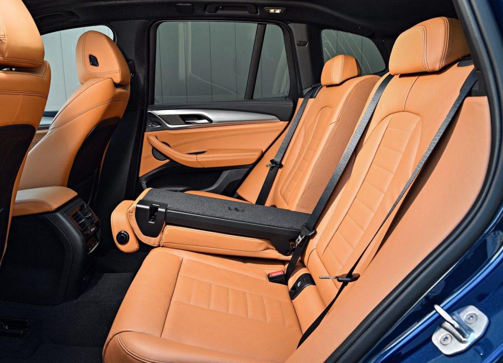 BMW X3 2017, задние сиденья