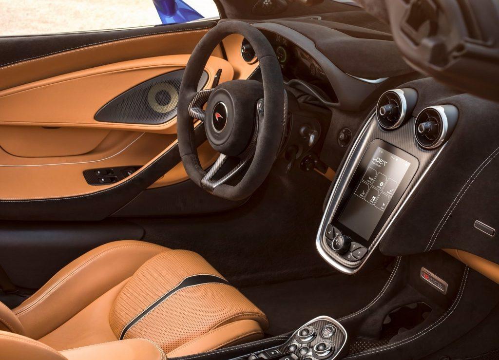 McLaren 570S Spider, салон
