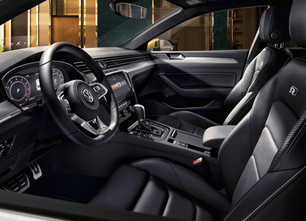 Новый Volkswagen Arteon, передние сиденья