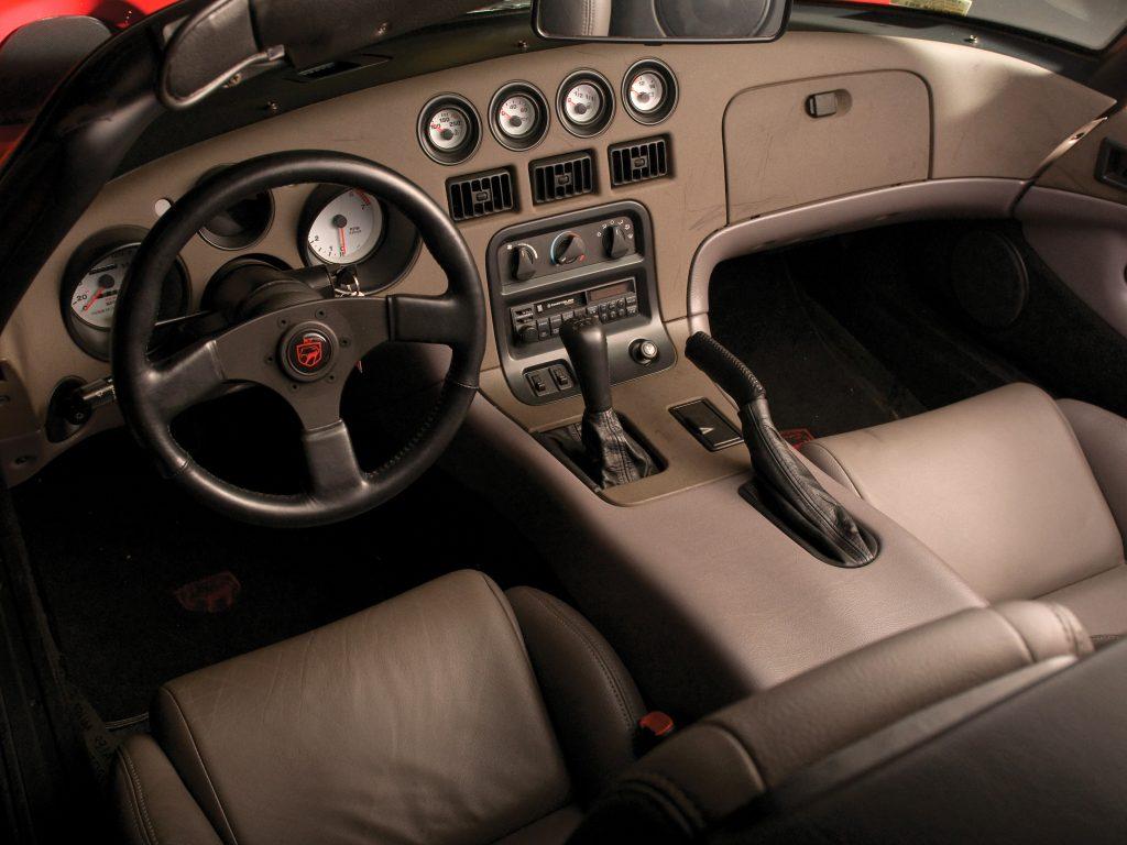 Салон Dodge Viper