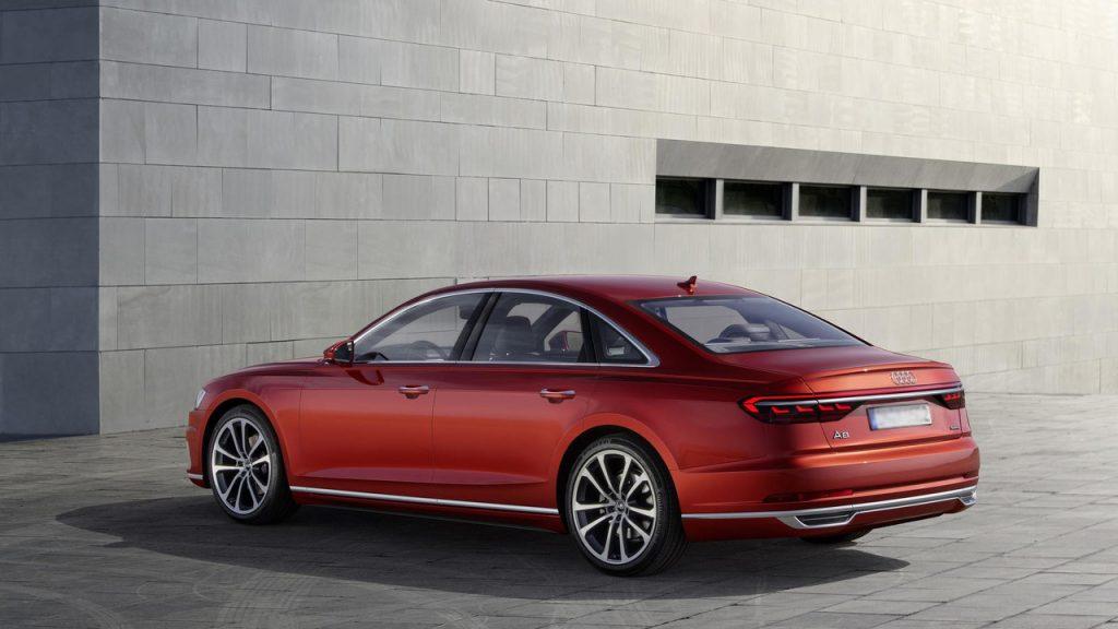 Audi A8, вид на заднюю диагональ
