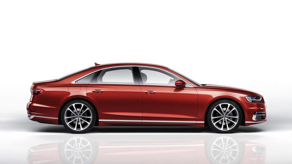 Audi A8 2017, вид сбоку