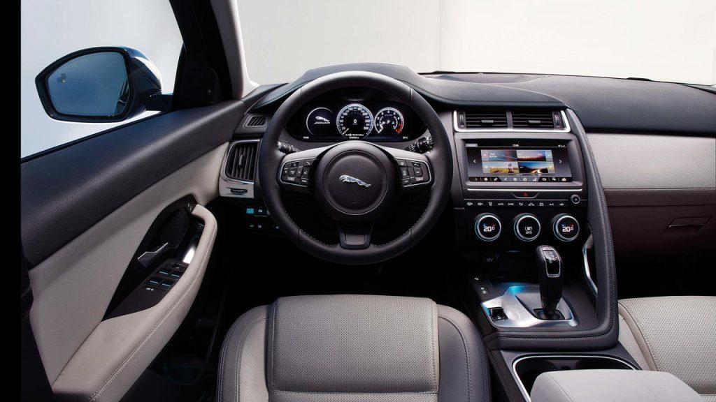 Новый Jaguar E-Pace, передняя панель