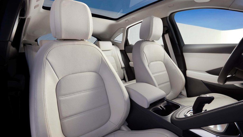 Jaguar E-Pace, передние сиденья