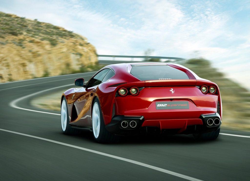 Новый Ferrari 812 Superfast, вид сзади